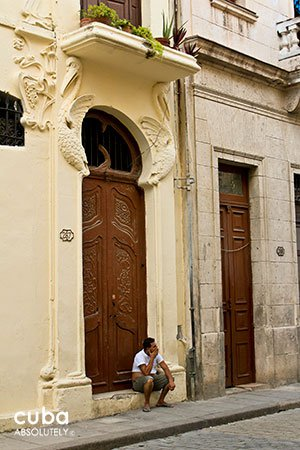 Pelicans house in Old havana, mudejar detail on the door © Cuba Absolutely, 2014