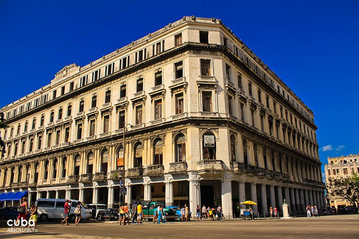 Manzana de Gomez building in Old Havana © Cuba Absolutely, 2014