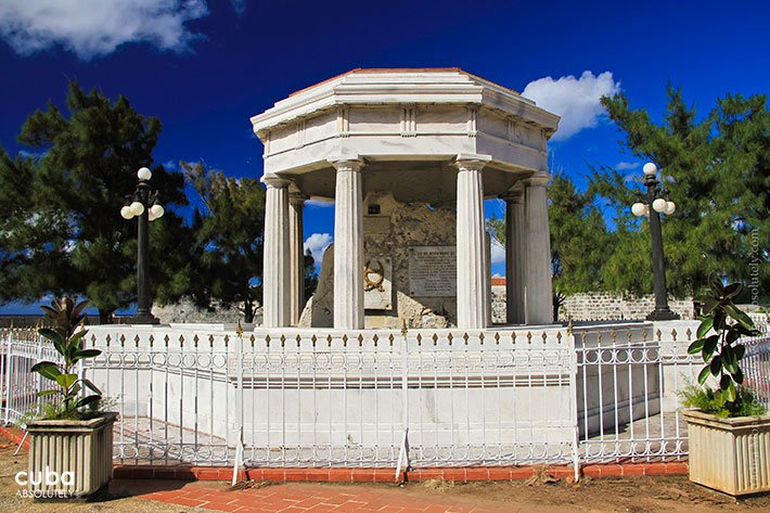 white arbor dedicated to the 8 medicine students in Old Havana© Cuba Absolutely, 2014