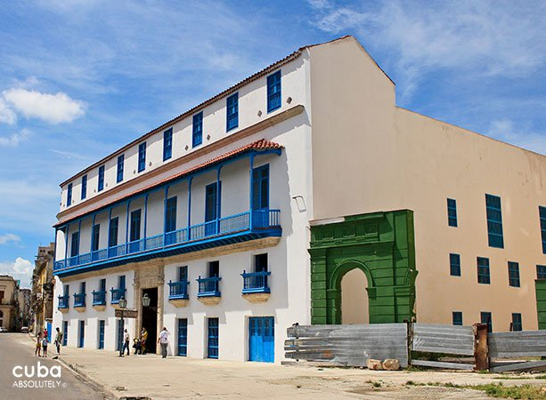 Family Pedroso palace, white building with wood details in blue © Cuba Absolutely, 2014