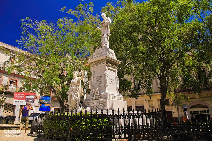 Albear park in Old Havana, monument of a woman holding a ceter and in a second level a man © Cuba Absolutely, 2014