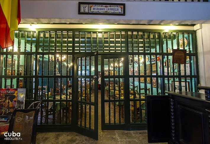 La Paella restaurant in Old Havana, entrance with green bars © Cuba Absolutely, 2014