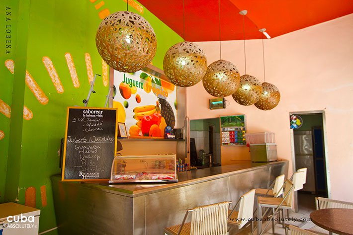 Juice bar in Old Havana with a green wall and esferic lamp hanging of the roof © Cuba Absolutely, 2014