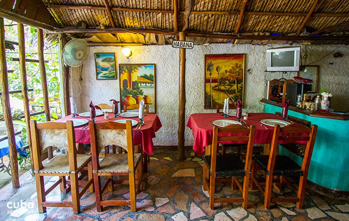 Mercedes restaurant in Vedado, rustic decorated like a peasant house © Cuba Absolutely, 2014