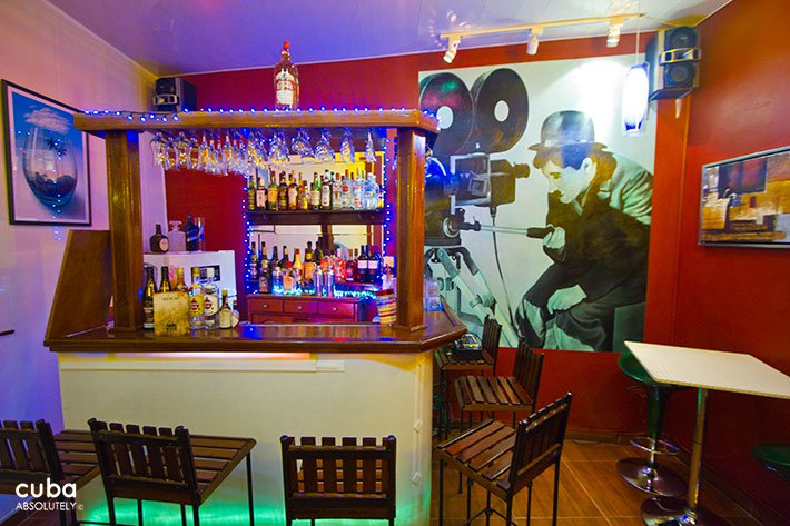 Todo TV restaurant in Old Havana, bar with a big picture of Chaplin behind © Cuba Absolutely, 2014