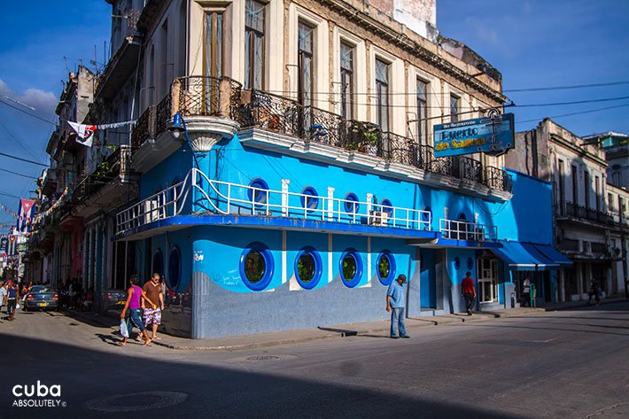 Puerto de Sagua restaurant in Old Havana, blue building © Cuba Absolutely, 2014