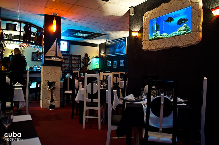 Razones restaurant, decorated in Black and white with old pictures on the walls © Cuba Absolutely, 2014