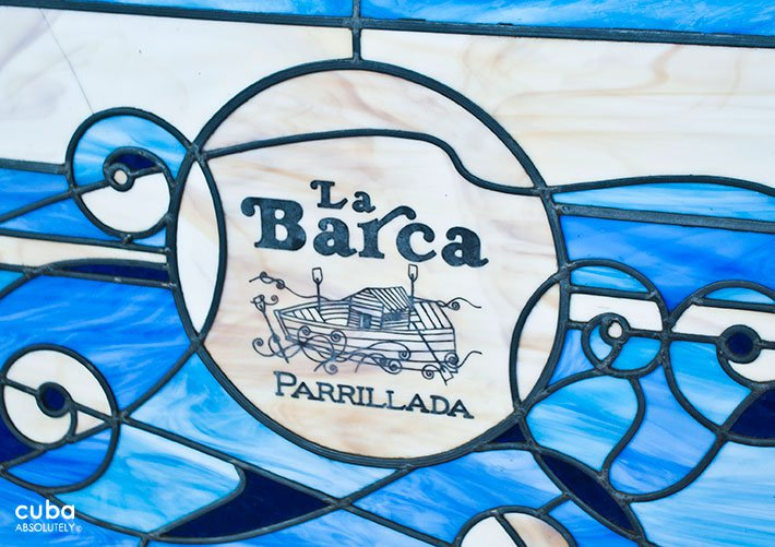Stained-glass window at La Barca restaurant, blue and white © Cuba Absolutely, 2014