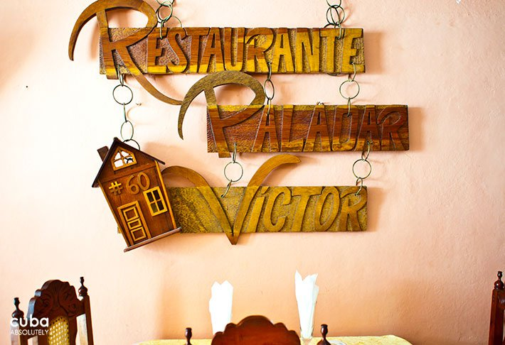 Casa Victor restaurant in Old Havana, wood sign on the wall © Cuba Absolutely, 2014