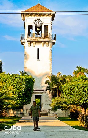 Tower clock in 5fth avenue © Cuba Absolutely, 2014