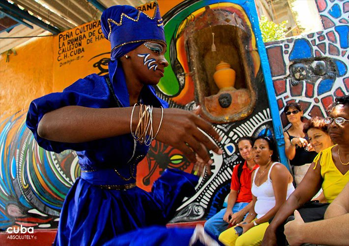 Woman in blue making the dance of Yemaya, african goddess of water at Hanel Alley in Center Havana  © Cuba Absolutely, 2014