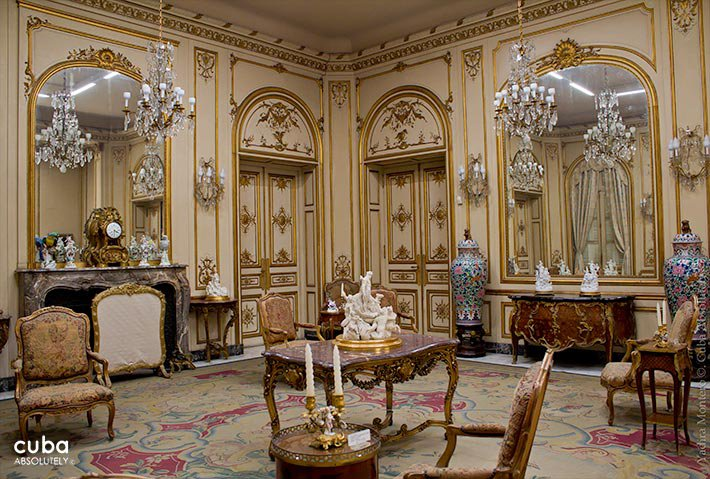 Room with Luis XV style at Decorative Arts museum in Vedado © Cuba Absolutely, 2014