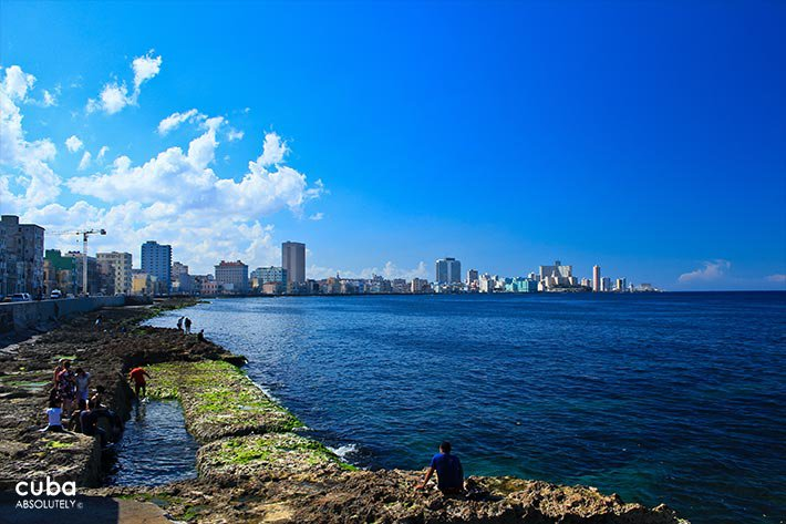 Seawall and the city behind with the sea on the right © Cuba Absolutely, 2014