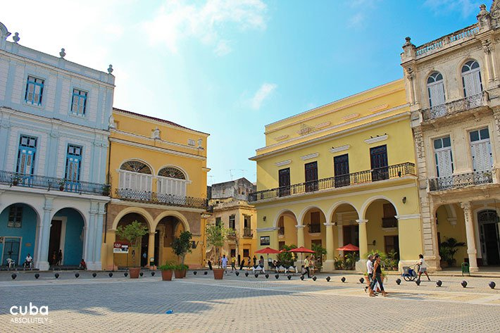 Daily life  at Old Square in Old Havana © Cuba Absolutely, 2014