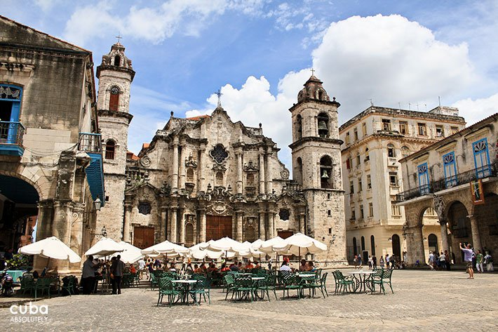 Cathedral Square in Old Havana © Cuba Absolutely, 2014