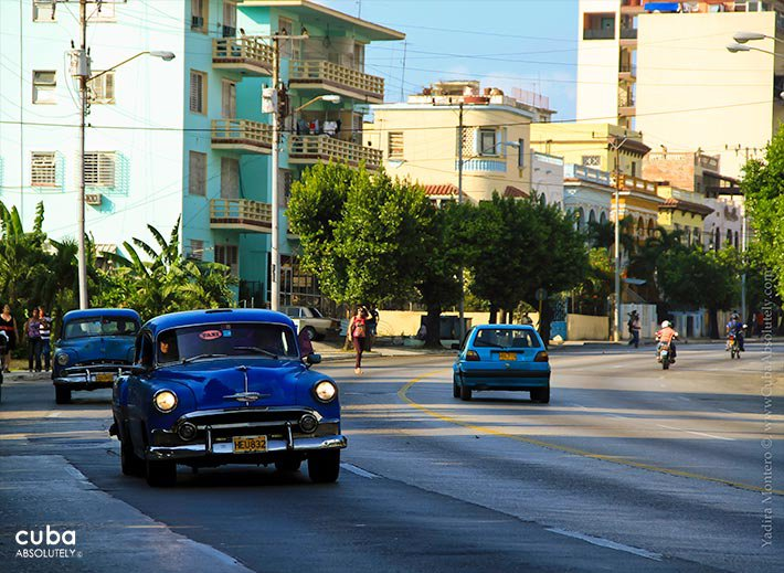 Blue old car on 23 street © Cuba Absolutely, 2014