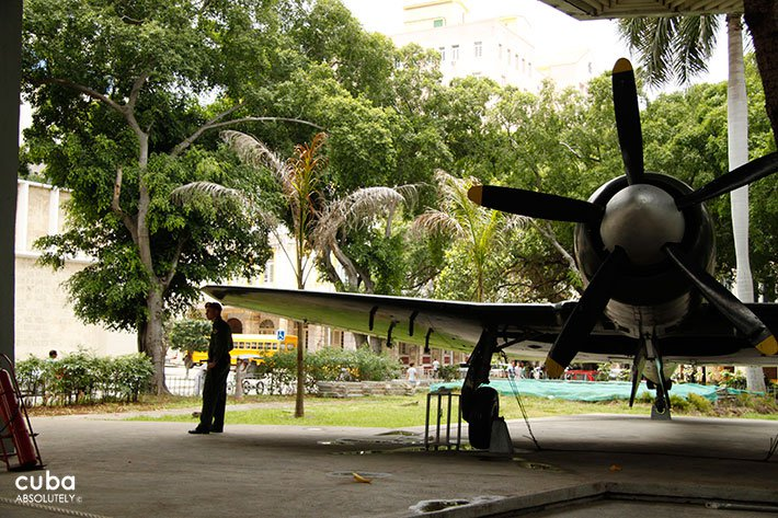 Plane at Revolution museum in Old Havana © Cuba Absolutely, 2014