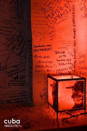 Lamp next t a wall full of different writings © Cuba Absolutely, 2014