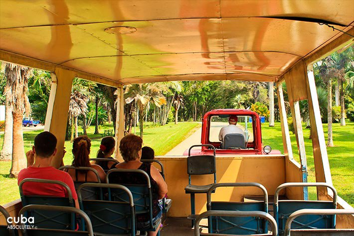 People on a bus taking a ride trough the National Botanic garden, plants and water, all nature © Cuba Absolutely, 2014