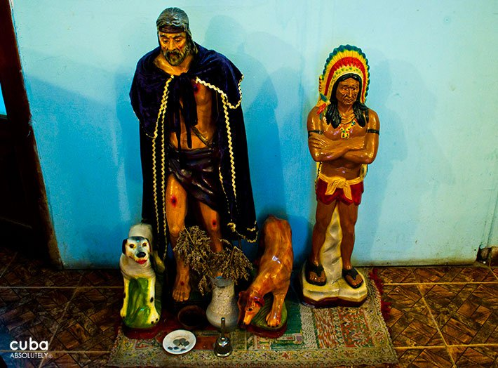 Figures of Gypsum of African gods © Cuba Absolutely, 2014