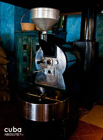 Cafe Escorial in Old Havana, machine for make coffee © Cuba Absolutely, 2014