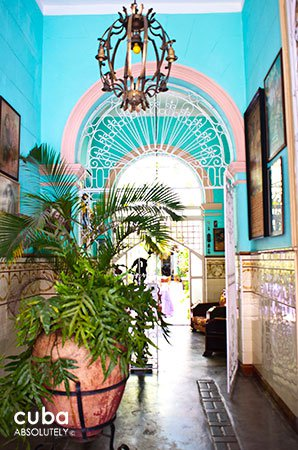 San Cristobal restaurant in Old Havana, Entrance © Cuba Absolutely, 2014