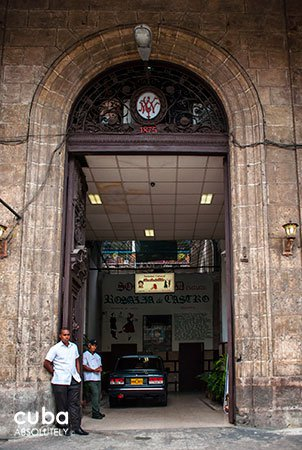 Rosalia de Castro cultural center in Old Havana, entrance © Cuba Absolutely, 2014
