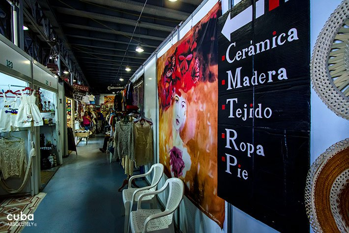 Craft fair in Old Havana© Cuba Absolutely, 2014