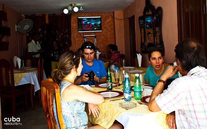 Casa Victor restaurant in Old Havana, people eating and drinking © Cuba Absolutely, 2014