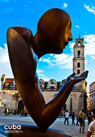 Sculpture at San Francisco Square in Old Havana © Cuba Absolutely, 2014