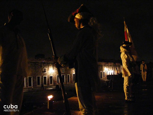 Morro castle at night, ceremony with the cannons © Cuba Absolutely, 2014