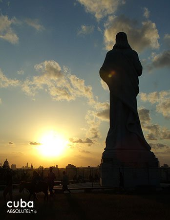 Statue of Christ at Sunset in Casa Blanca © Cuba Absolutely, 2014