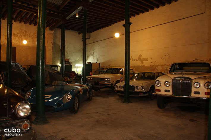 Olds cars museum in Old Havana © Cuba Absolutely, 2014