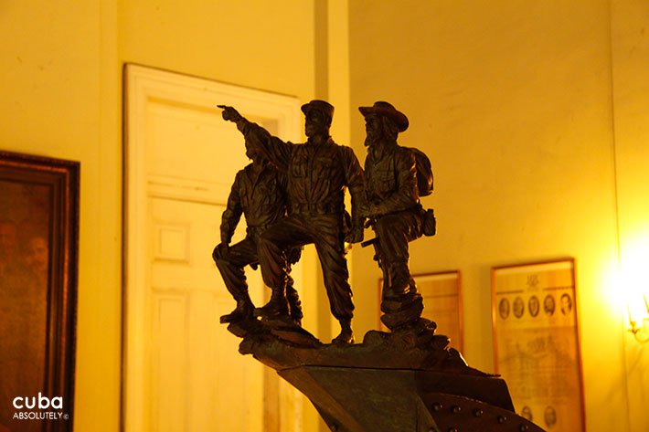 Sculpture of Che, Camilo y Fidel at Revolution museum in Old Havana © Cuba Absolutely, 2014