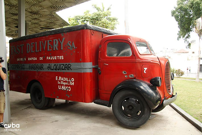 Red truck at Revolution museum in Old Havana © Cuba Absolutely, 2014