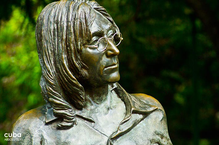 Detail of Lennon sculpture in Vedado © Cuba Absolutely, 2014