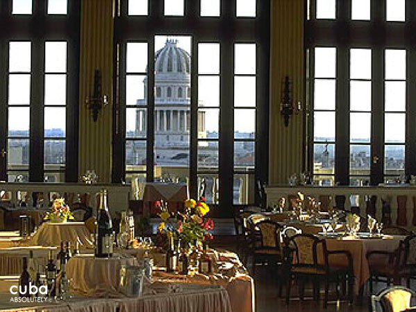 Restaurant with a view of Capitolio trough the window © Cuba Absolutely, 2014