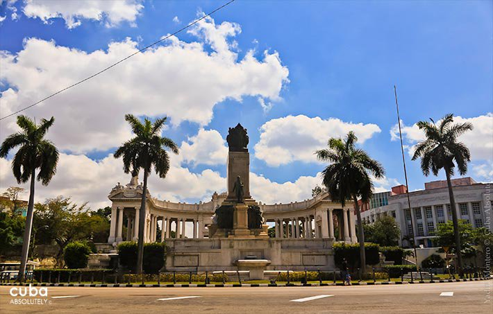 Jose Miguel Gomez monument in Vedado © Cuba Absolutely, 2014