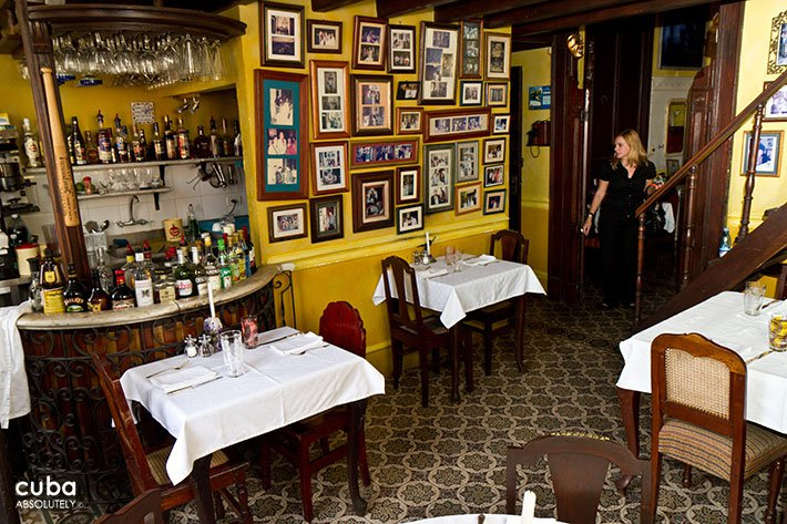 Restaurant with yellow wall © Cuba Absolutely, 2014