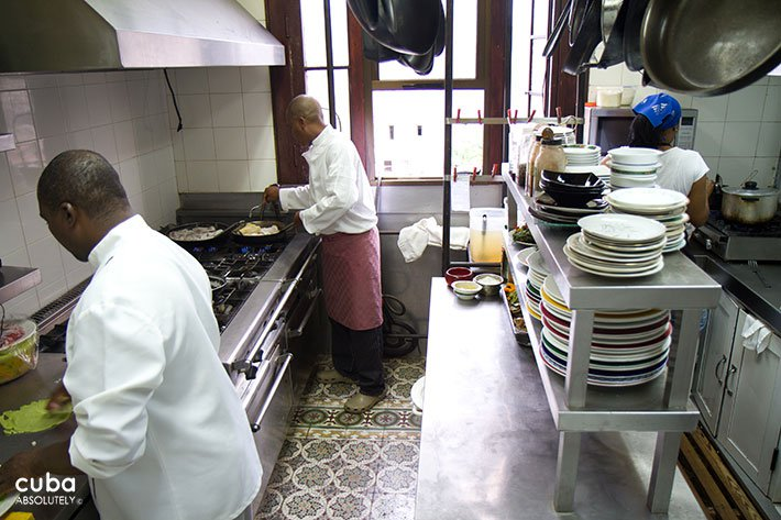2 chef working in a kitchen © Cuba Absolutely, 2014