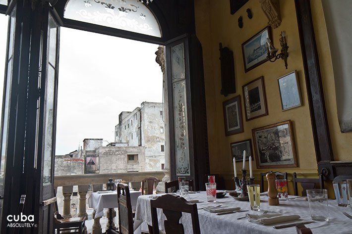 Table at restaurant © Cuba Absolutely, 2014