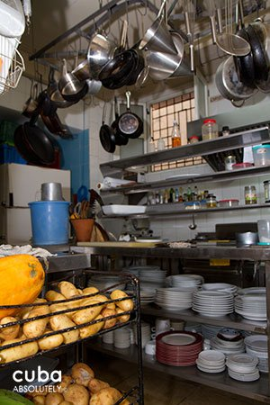 Small kitchen at a restaurant © Cuba Absolutely, 2014