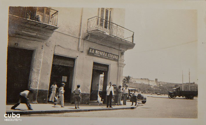 Old Picture of La moneda cubana restaurant in Old Havana© Cuba Absolutely, 2014