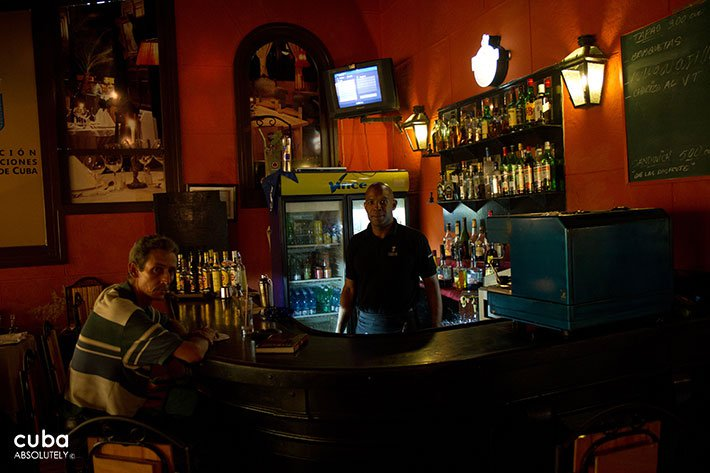 Old man sitting in a bar © Cuba Absolutely, 2014