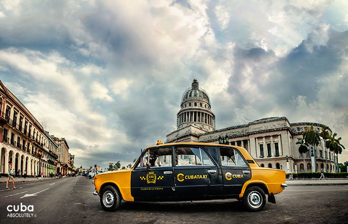 Taxi in front of Capitolio in Old Havana© Cuba Absolutely, 2014