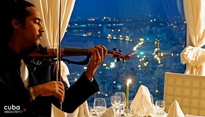 Man playing a violin in a restaurant © Cuba Absolutely, 2014