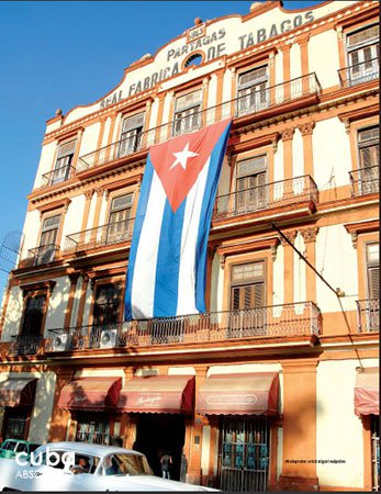 Partagas Tobacco factory with a cuban flag in Old Havana © Cuba Absolutely, 2014