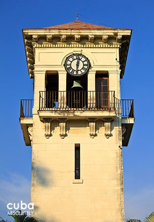 5th avenue in Miramar, detail of clock tower © Cuba Absolutely, 2014