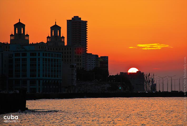 View of the city and the sea at sunset © Cuba Absolutely, 2014