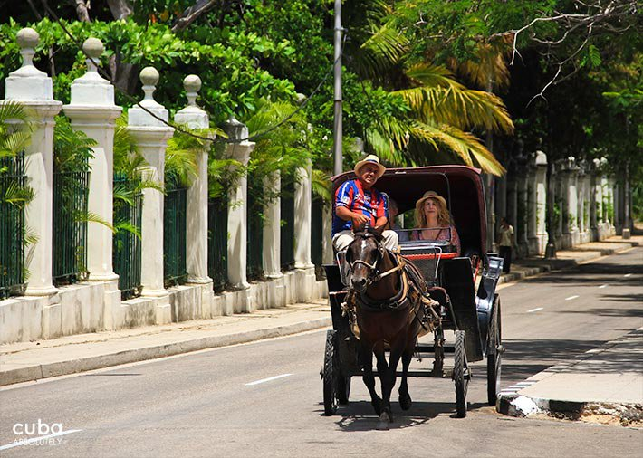 Carlos III avenue , horse carriage on the street © Cuba Absolutely, 2014